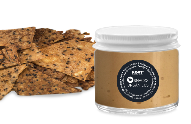 Hummus + Totopos de yuca con chipotle